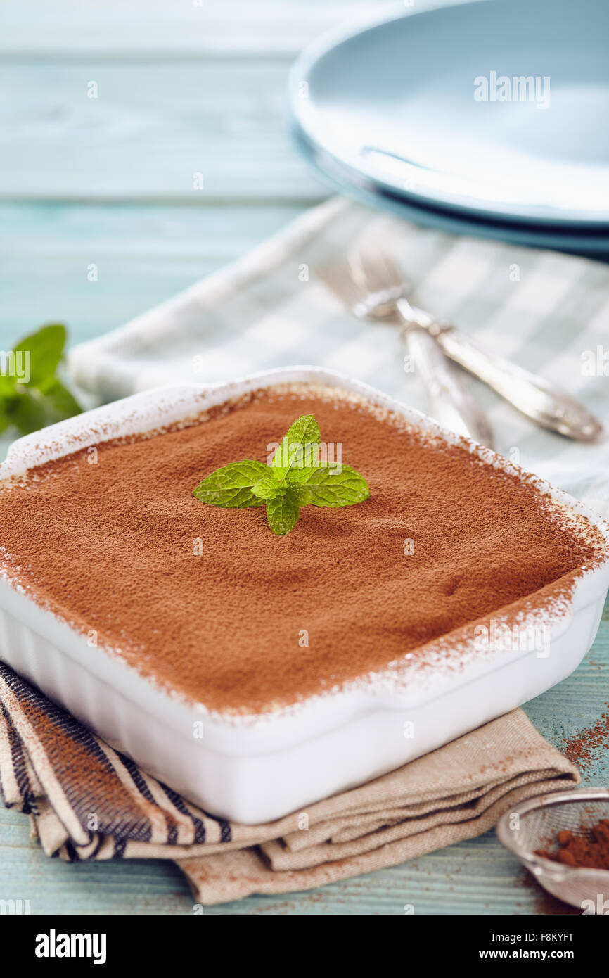 Tiramisu Kuchen In Einer Pfanne Ofen Auf Einem Blauen Holztisch Mit