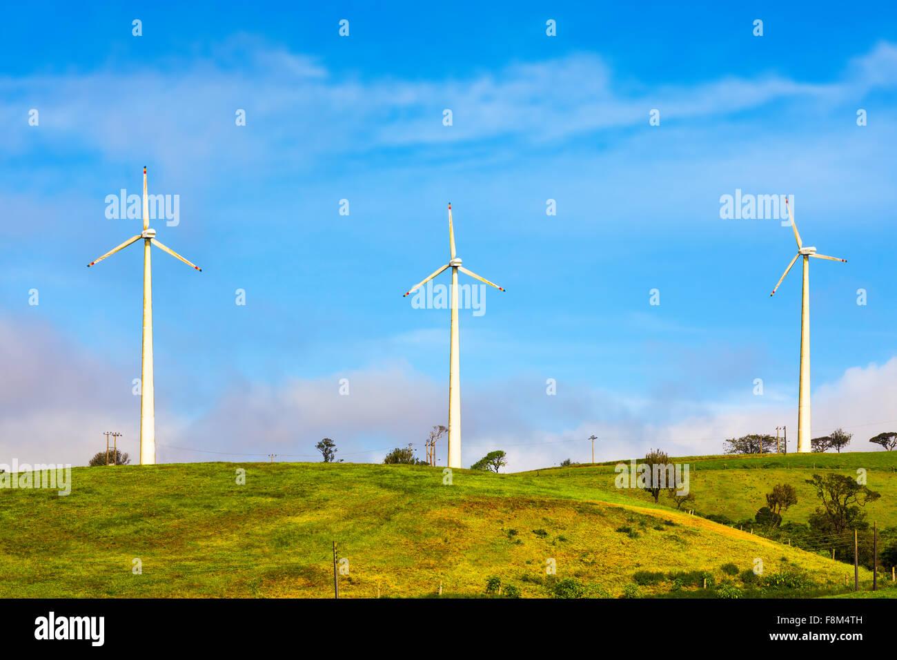 Horizontale Achse Windkraftanlagen in der Nähe von Nuwara Eliya. Sri Lankda Stockbild