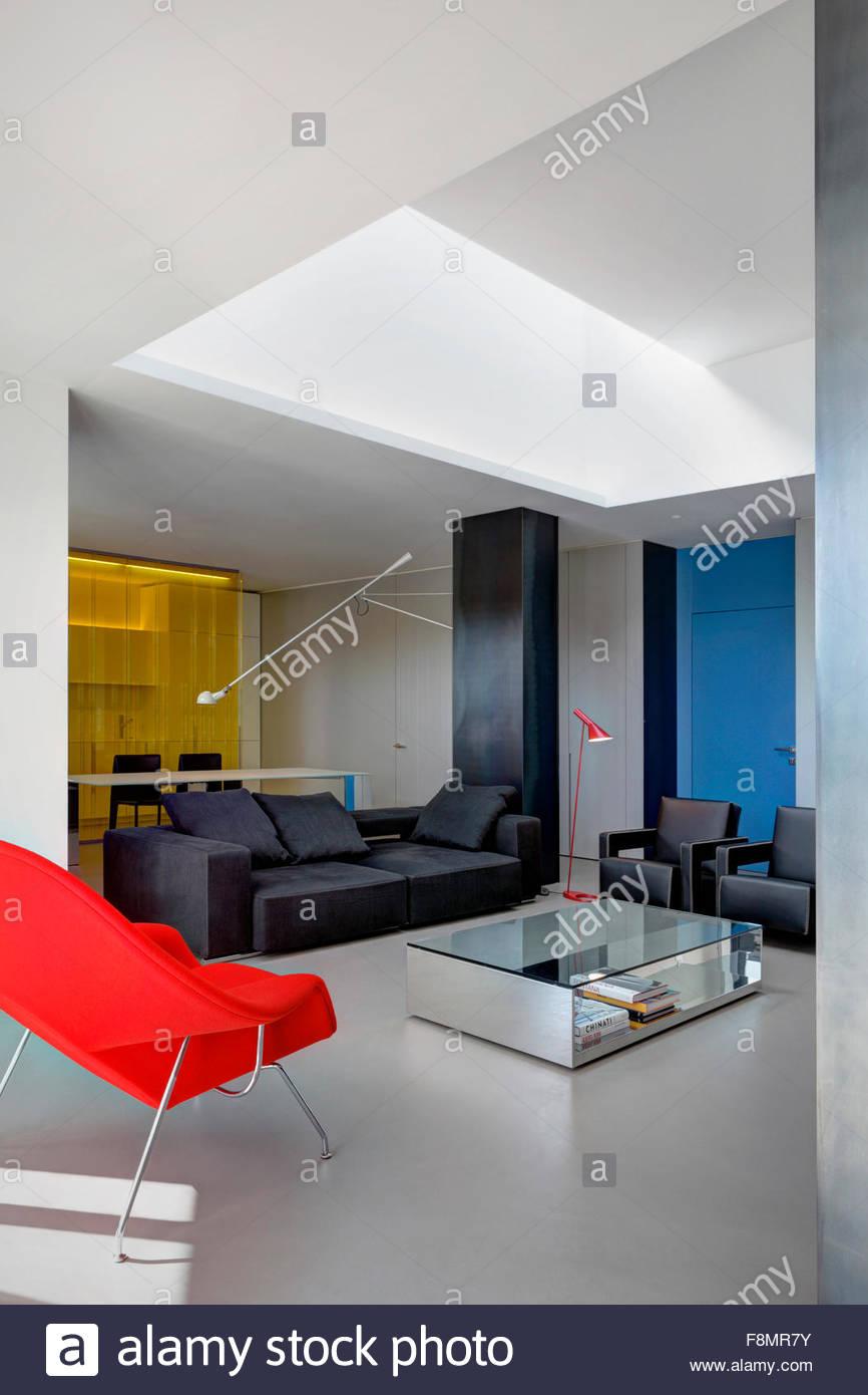 Wohnung, Nervi. Innenansicht des Wohnbereichs in einer modernen ...