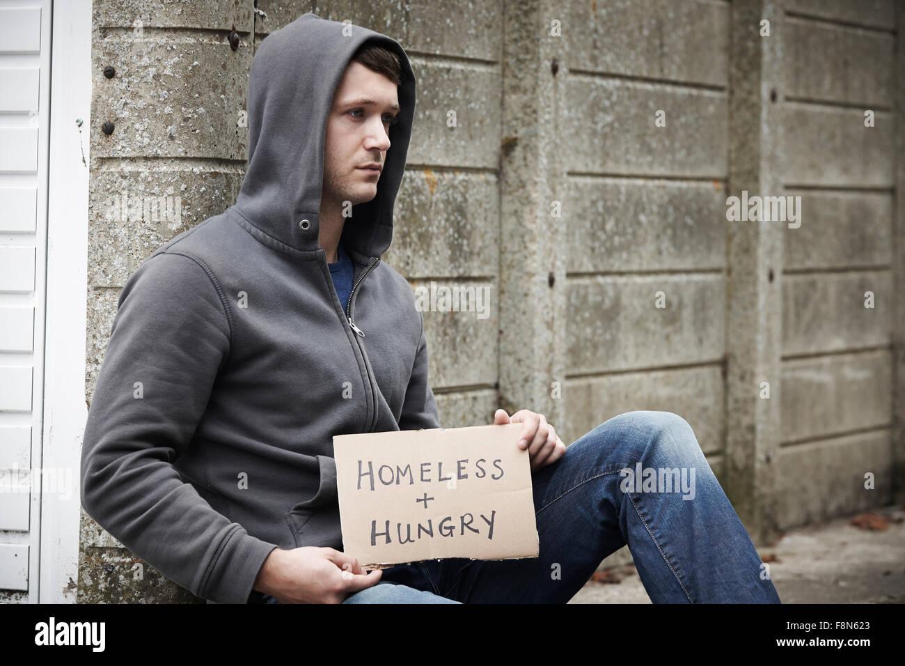 Junge Obdachlose Betteln auf der Straße Stockfoto
