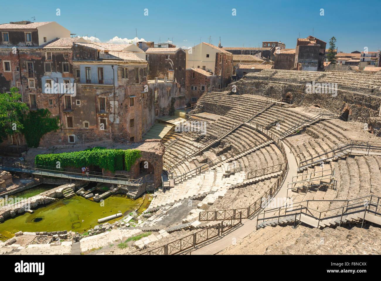 Catania römische Theater, mit Blick auf die antiken römischen Theater, das Teatro Romano, im Zentrum der Stockbild