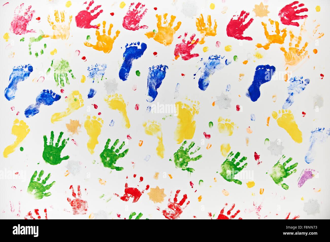 Bunte Design Aus Hand Und Fußabdrücke Des Kindes Stockfoto Bild