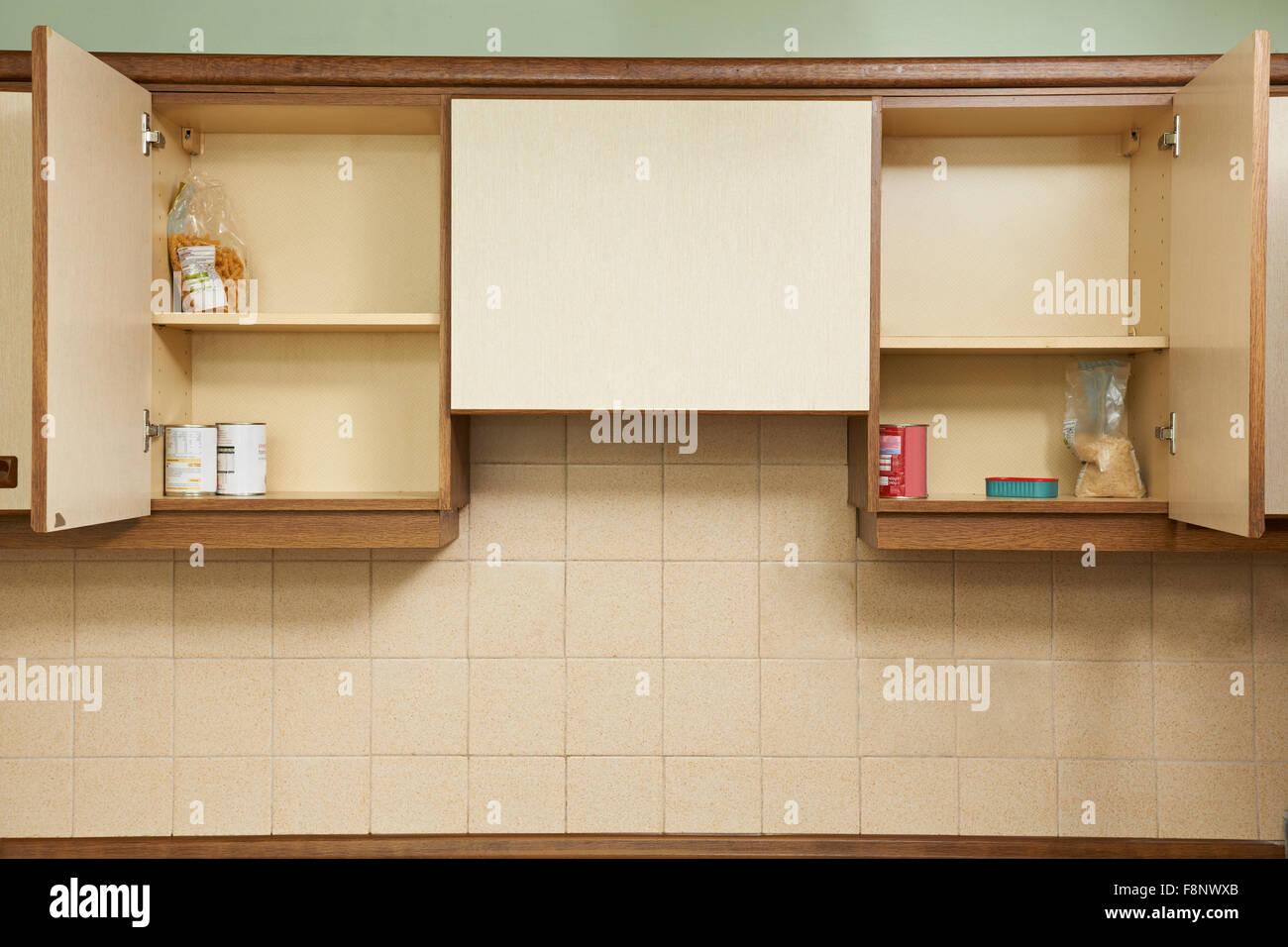 Leeren Küchenschränke Stockfoto, Bild: 91450419 - Alamy