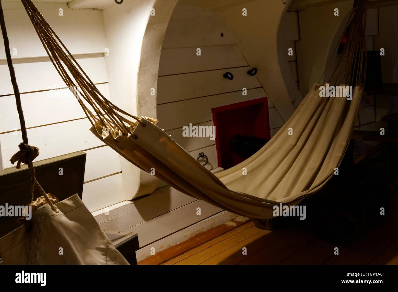Hängematte in Replikat des Fo'c'sle oder der Vorburg von Kapitän George Vancouver Schiff Discovery, Vancouver Maritime Stockfoto