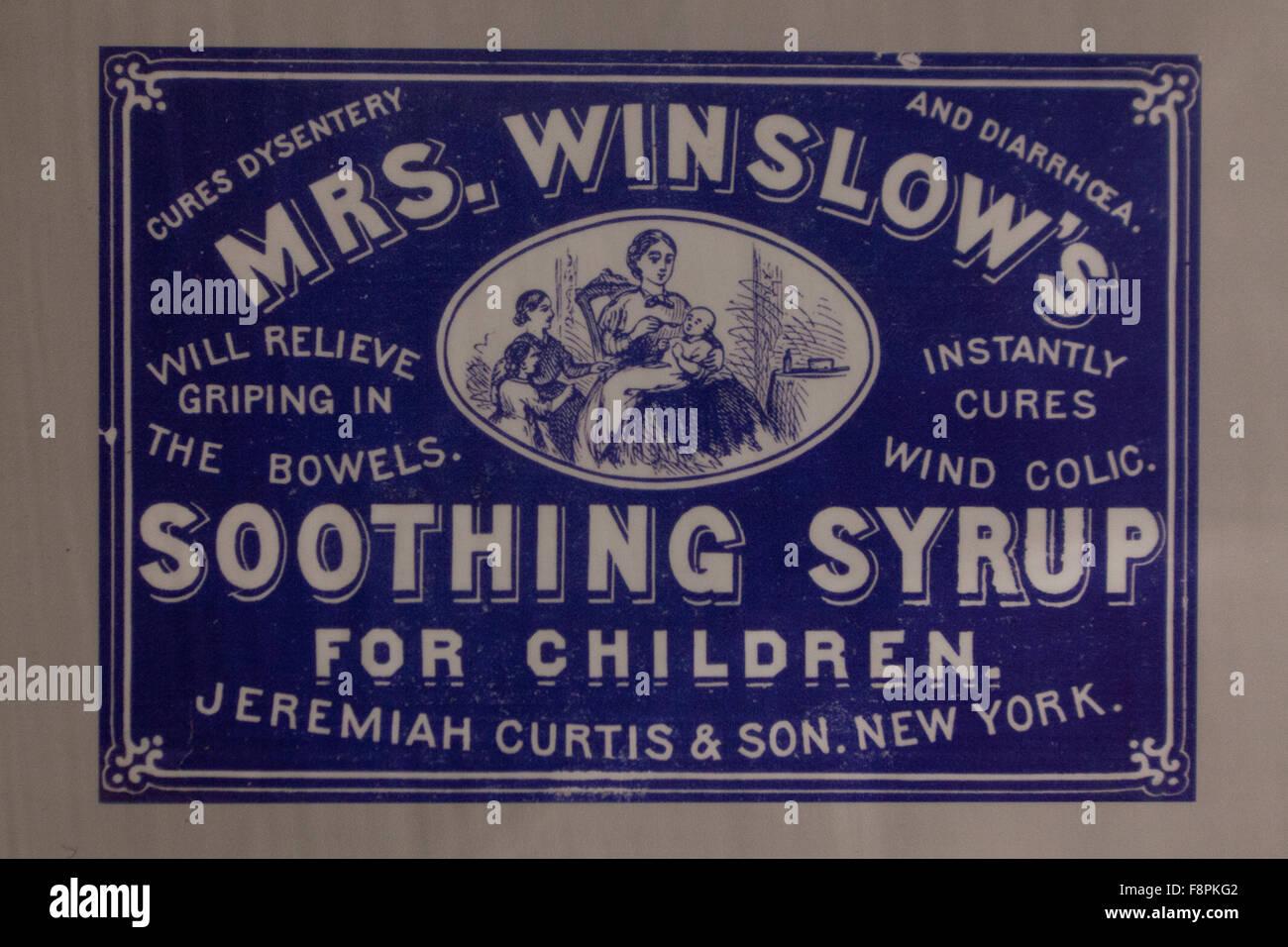 Mrs Winslow beruhigender Sirup für Kinder-Label, um 1900 - DEA Museum, Arlington, Virginia, Vereinigte Staaten Stockbild