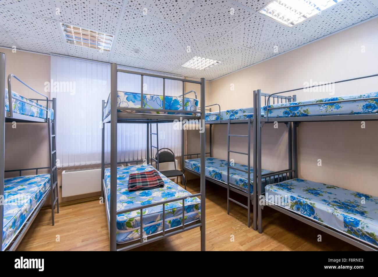 Etagenbett Metall : Metall etagenbett in saubere herberge zimmer stockfoto bild