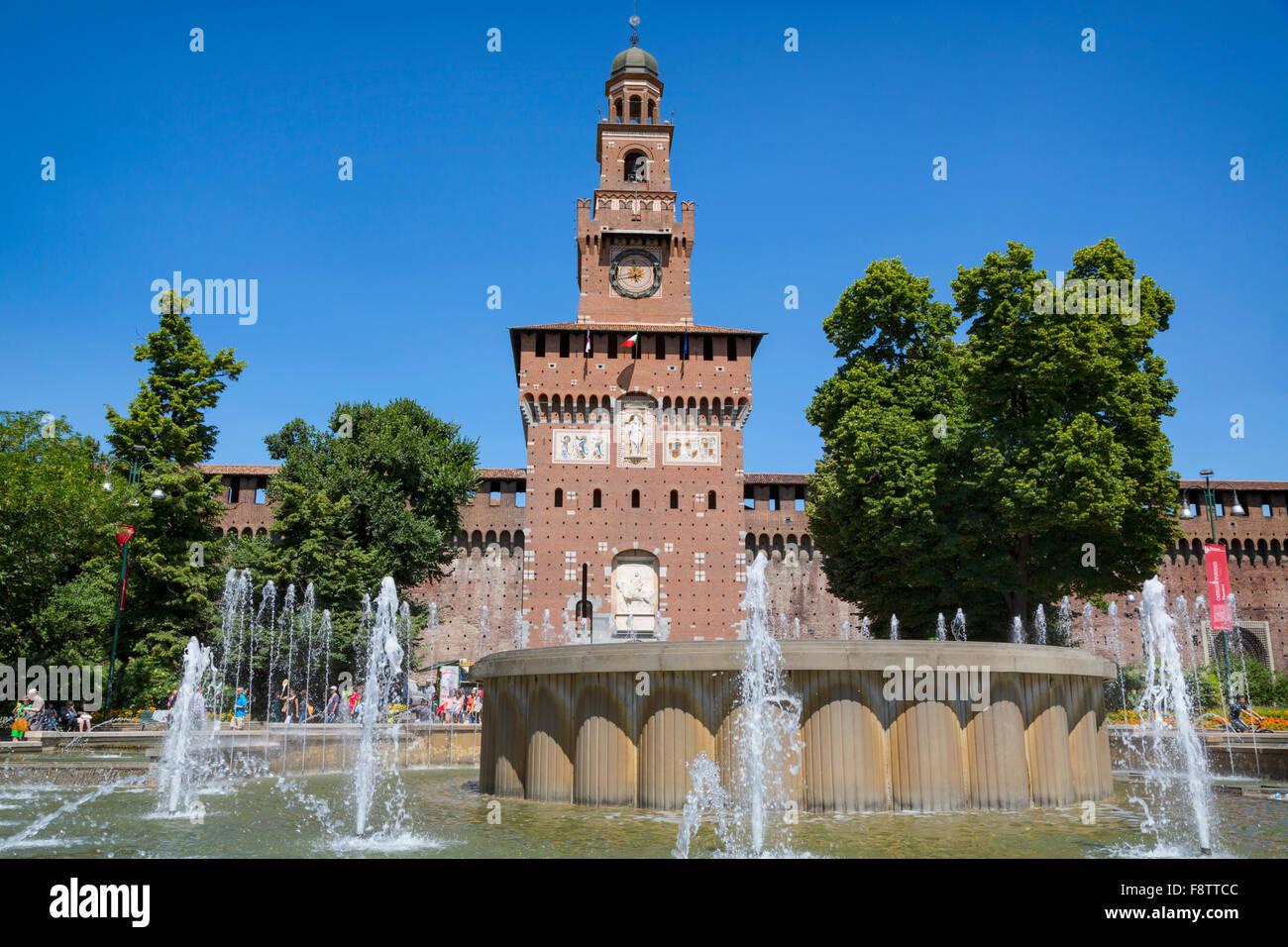 Mailand, Provinz Mailand, Lombardei, Italien.  Schloss Sforzesco.  Castello Sforzesco.  Eingang zum Schloss. Stockbild