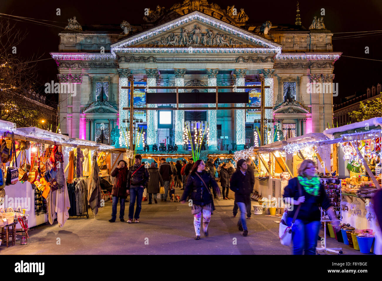 Weihnachtszeit in Brüssel, Belgien, Weihnachtsmärkte und Beleuchtung in der Altstadt, Börse Plaza, Stockbild