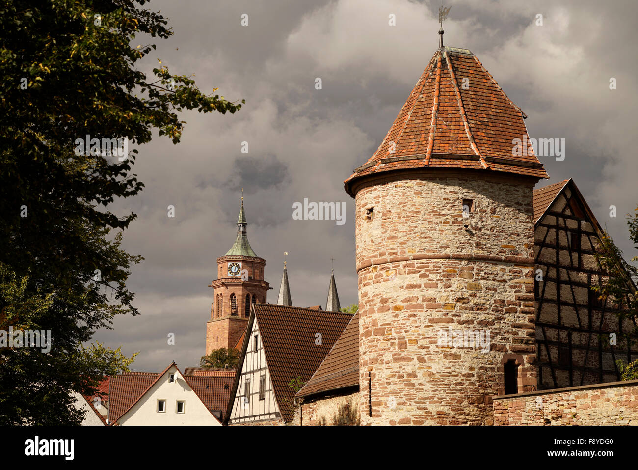 Stadtturm Wand und City Kirche St. Peter und Paul in Weil der Stadt, Böblingen, Baden-Württemberg, Deutschland Stockbild