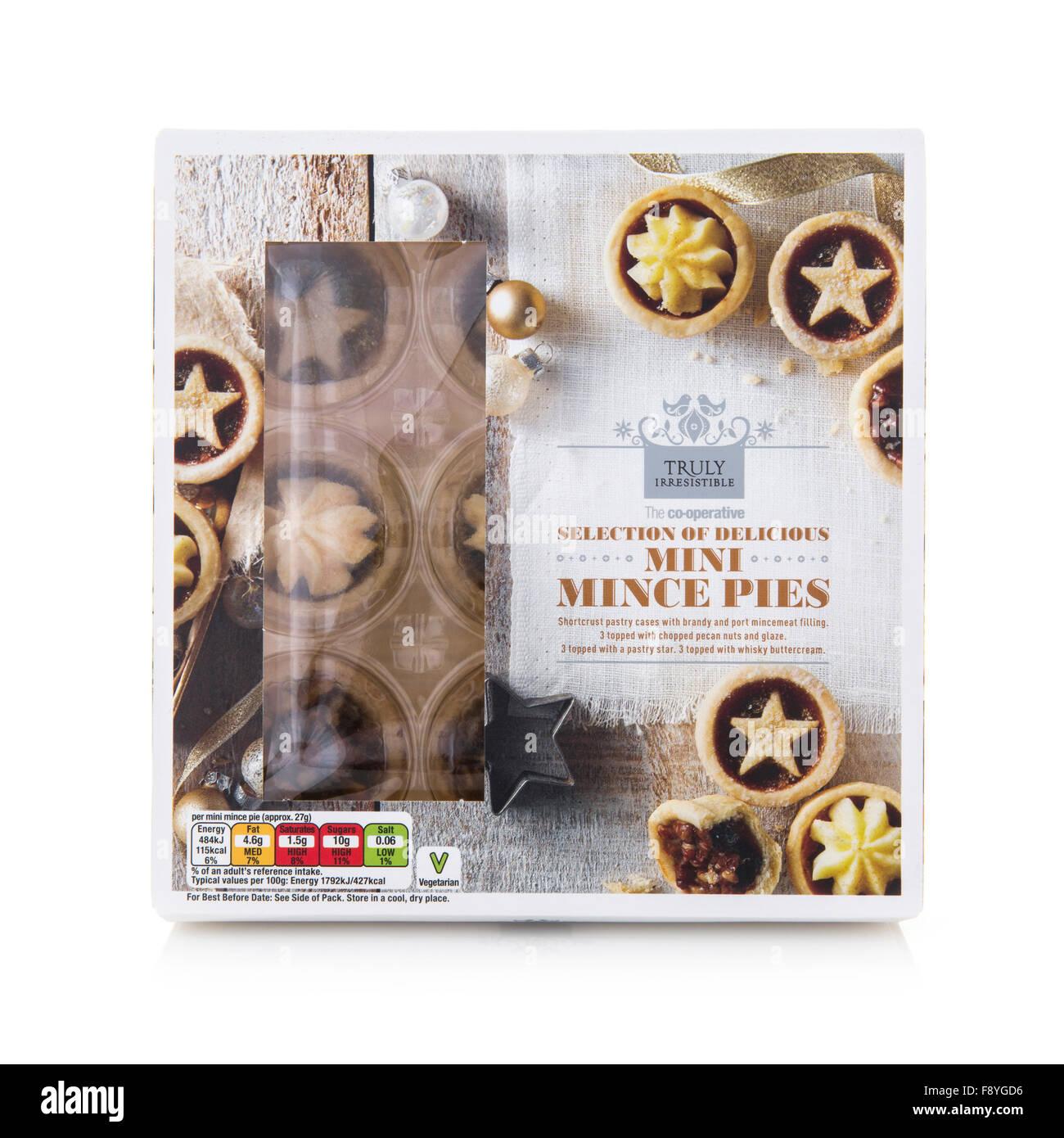 Co-Operative Auswahl an köstlichen Mini Weihnachten Mince Pies auf weißem Hintergrund Stockfoto
