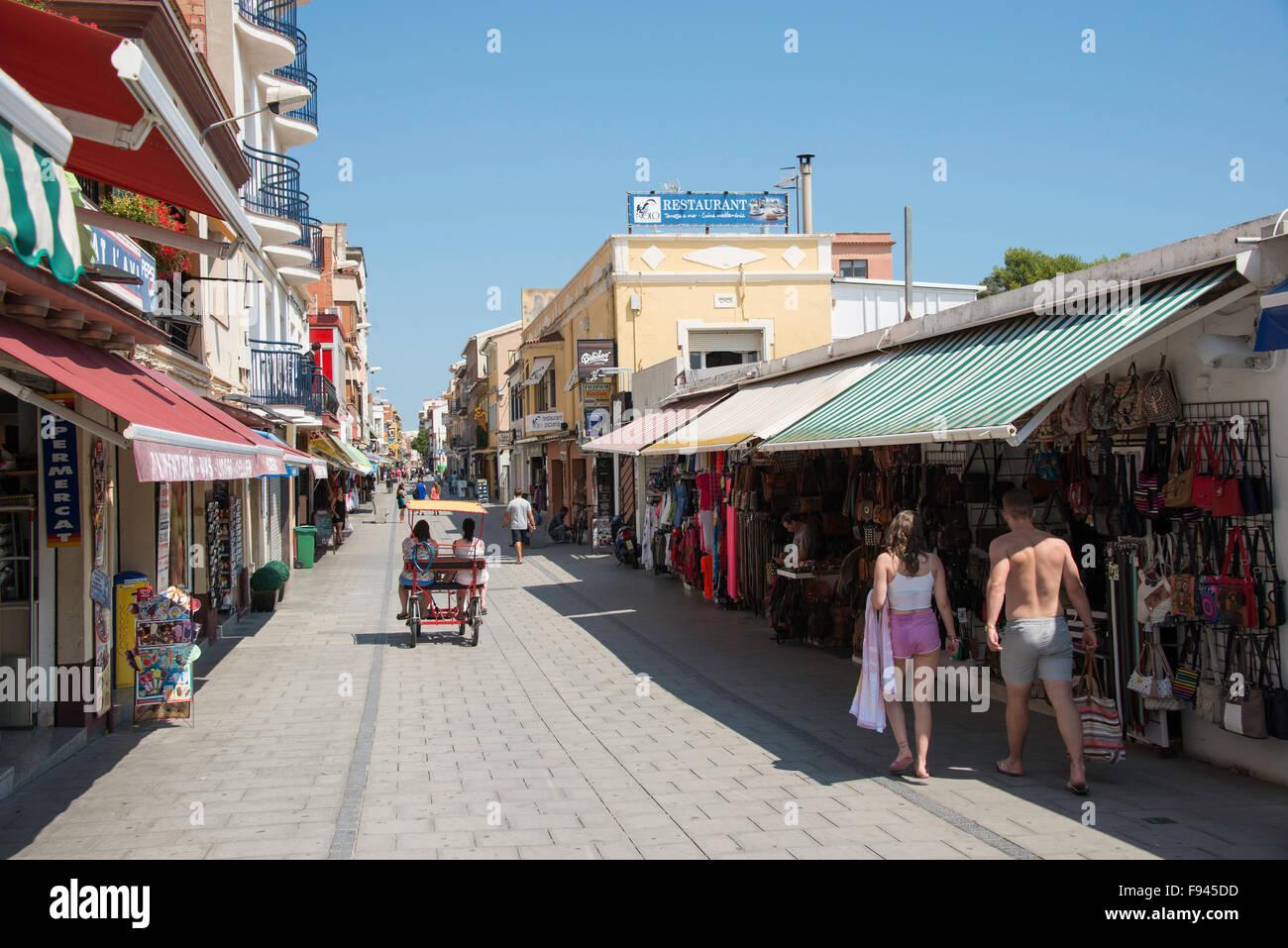 Souvenir Shops, Carrer de Sant Esteve, Malgrat de Mar, Costa del Maresme, Provinz Barcelona, Katalonien, Spanien Stockfoto