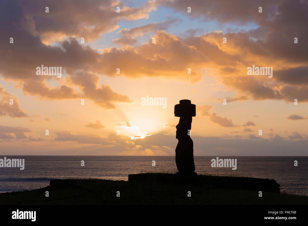 Zeremonielle Moai, Tongariki, Osterinsel Stockbild