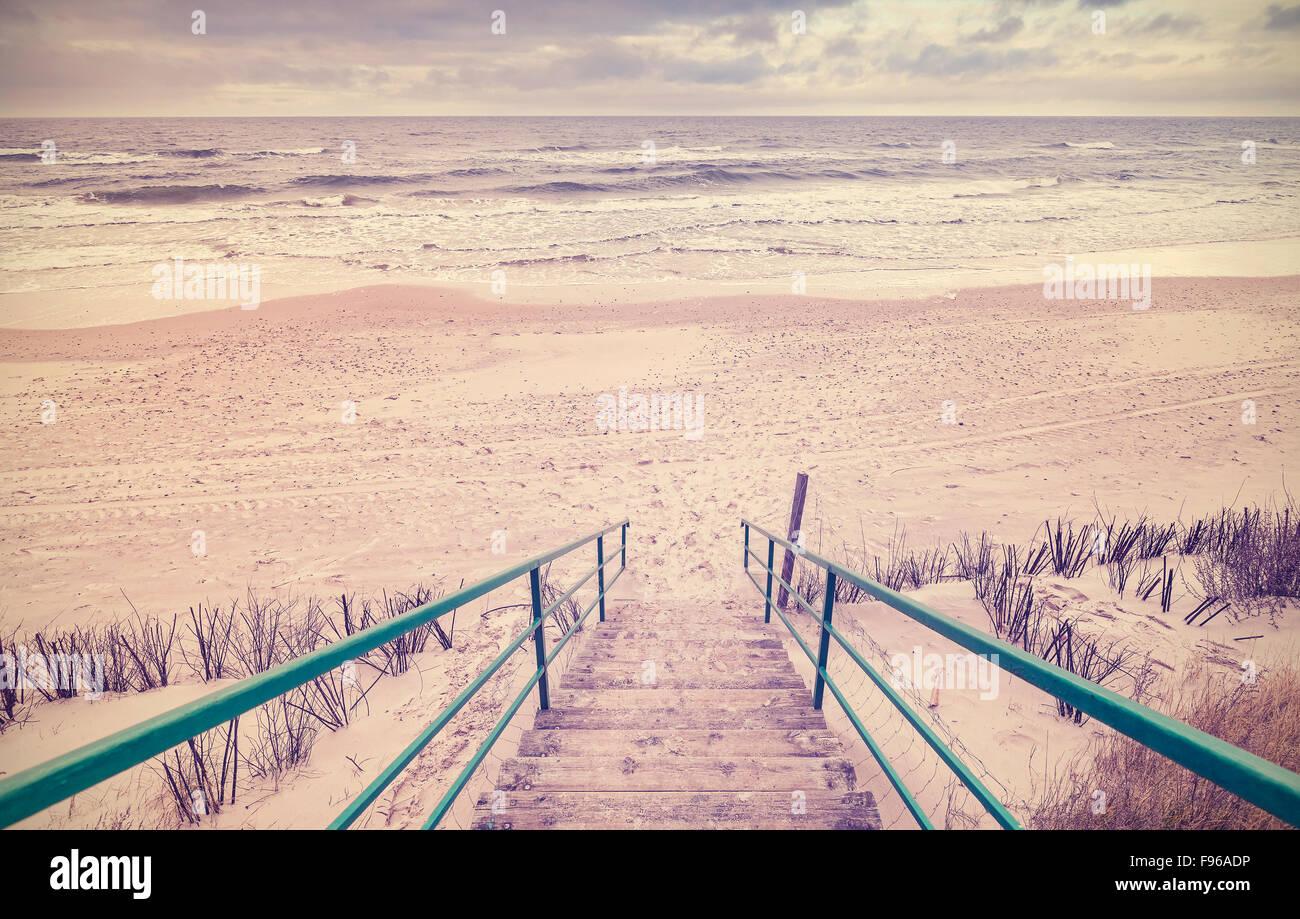 Vintage getönten Holztreppen an einem Strand. Stockbild
