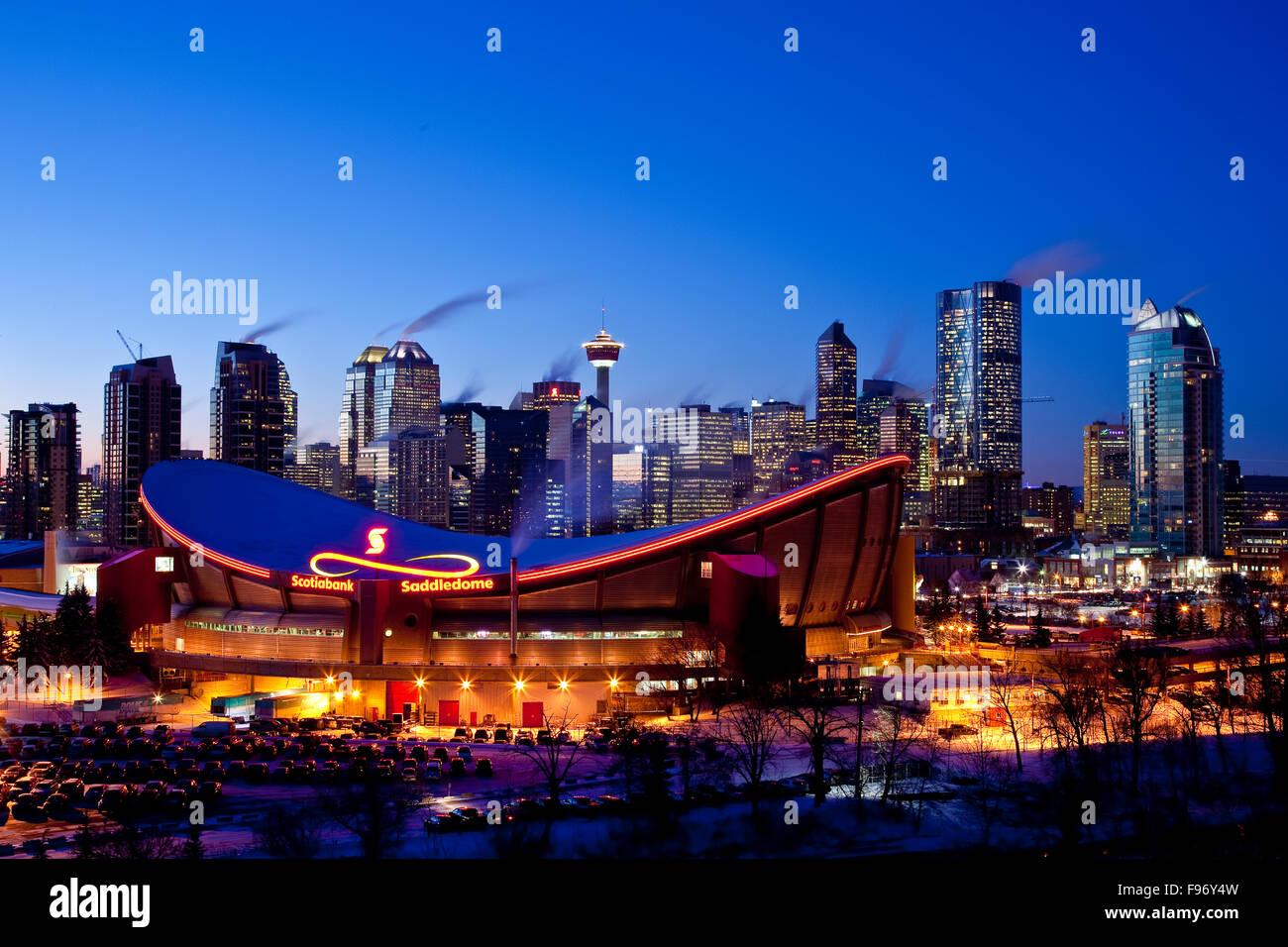 Skyline von Calgary in der Nacht, Calgary, Alberta, Kanada. Stockbild