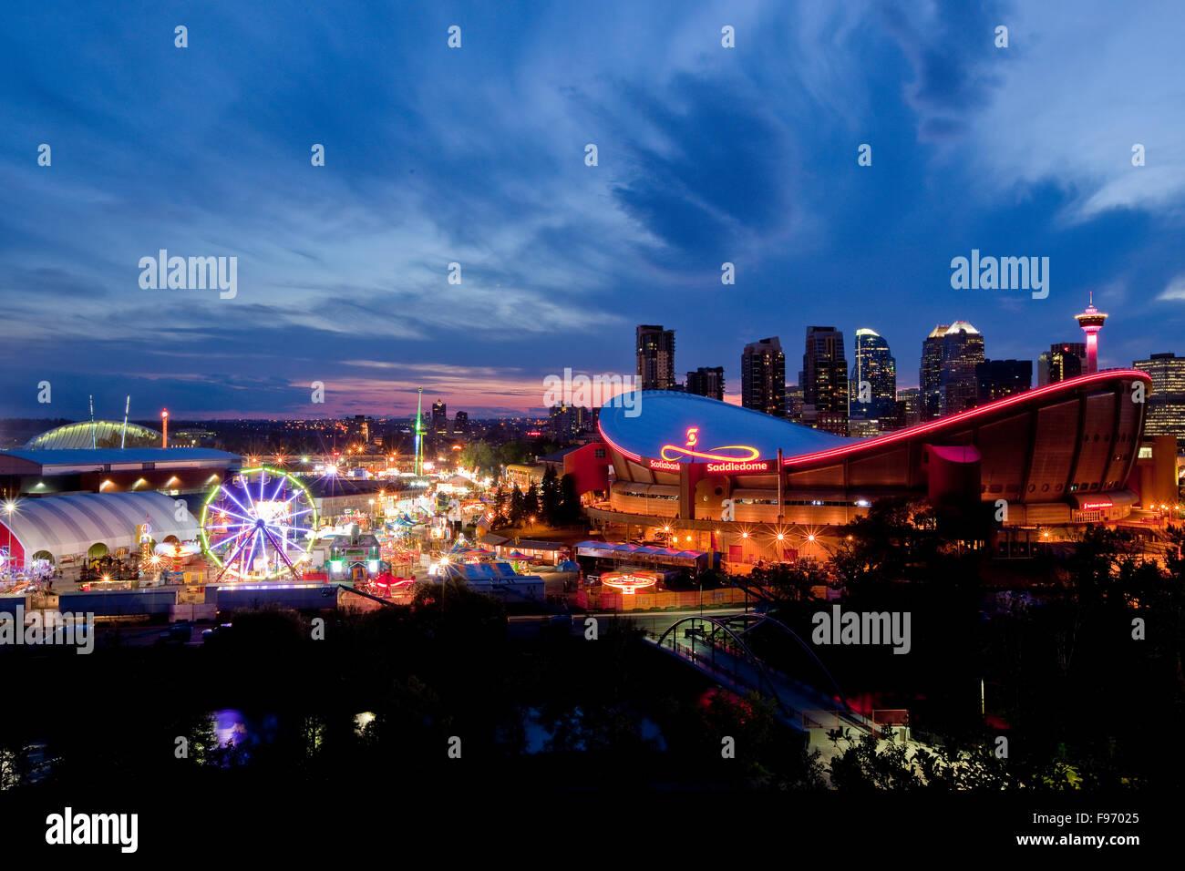 Calgary Stampede Gelände und Skyline von Calgary, Calgary, Alberta, Kanada. Stockbild