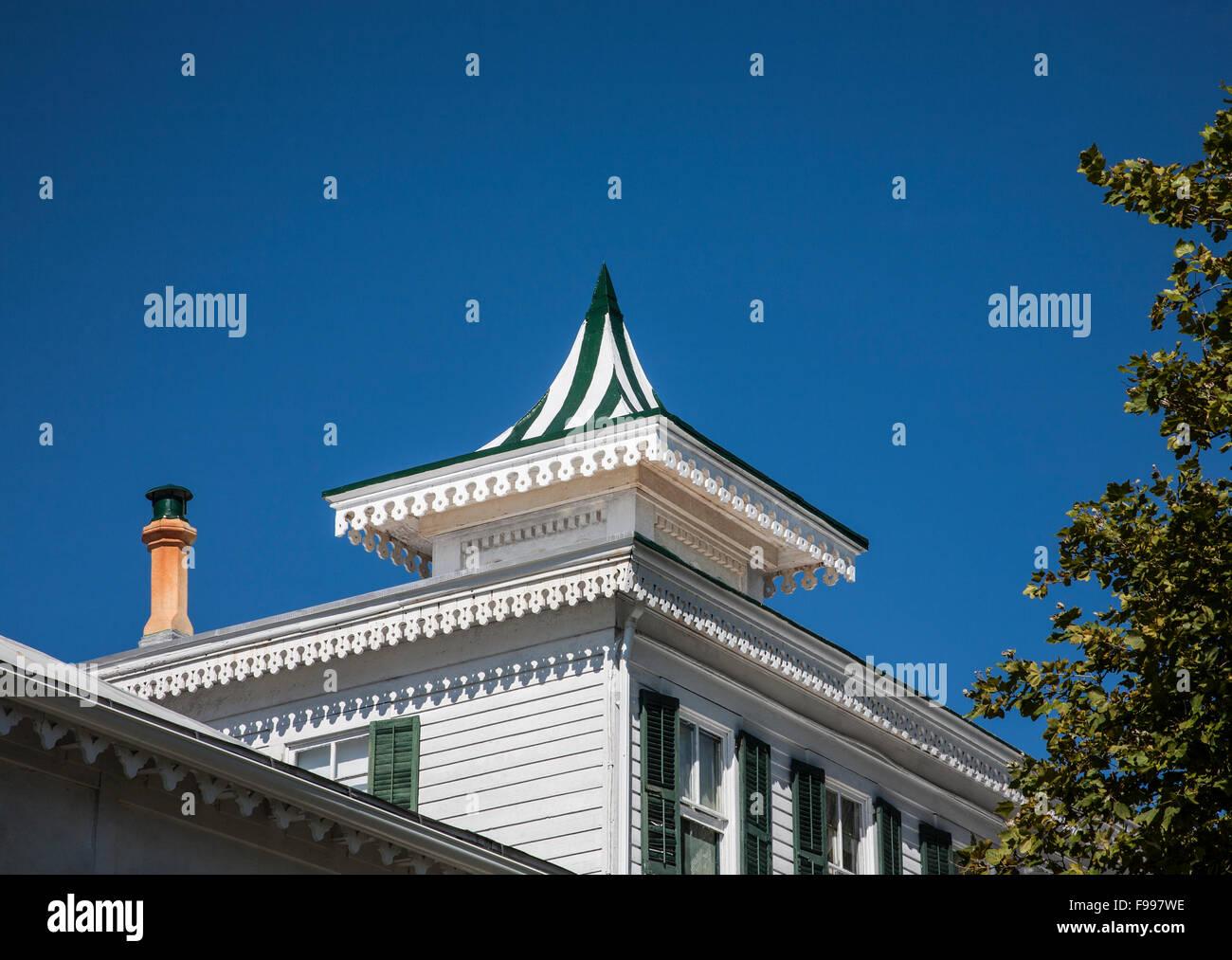 Alten viktorianischen Haus Architektur auf dem Dach für ein Haus in ...