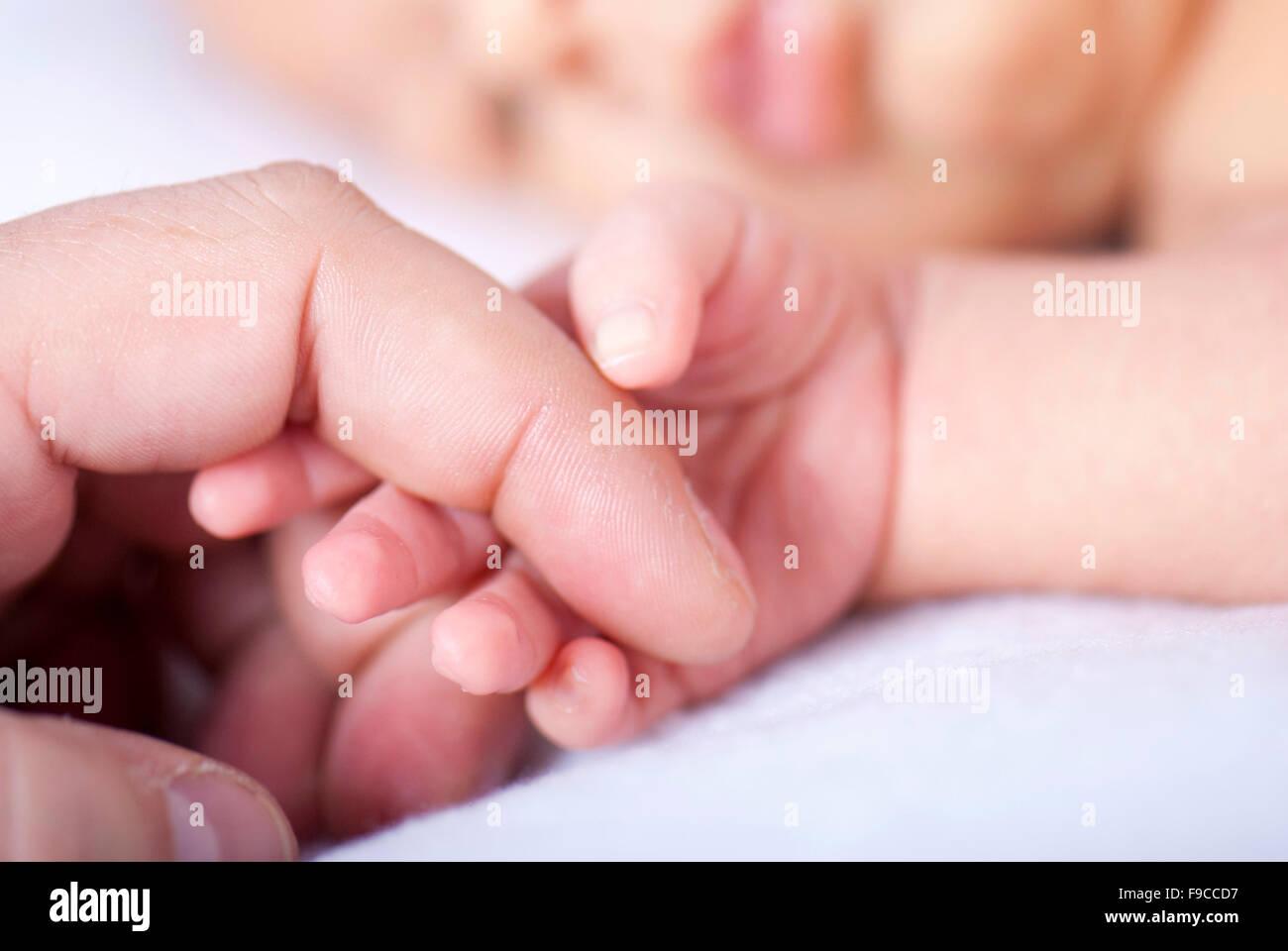 Sanfte Nahaufnahme von Neugeborenen schlafen. Stockbild