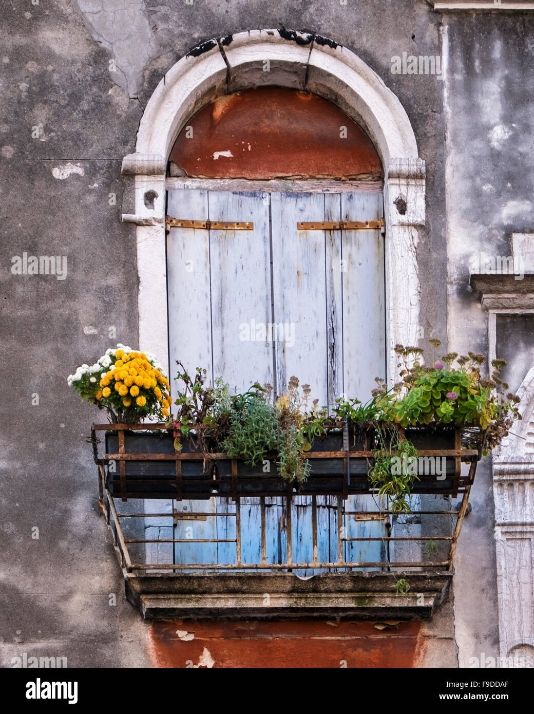 House exterior stockfotos house exterior bilder alamy for Indische tur