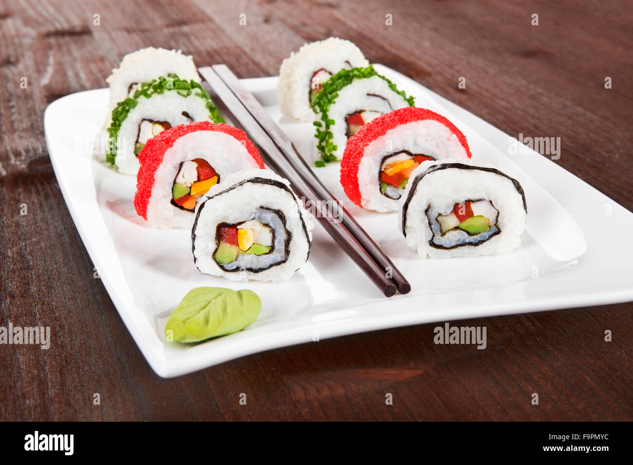 makizushi sushi rollen auf wei en teller stockfoto bild 92083136 alamy. Black Bedroom Furniture Sets. Home Design Ideas