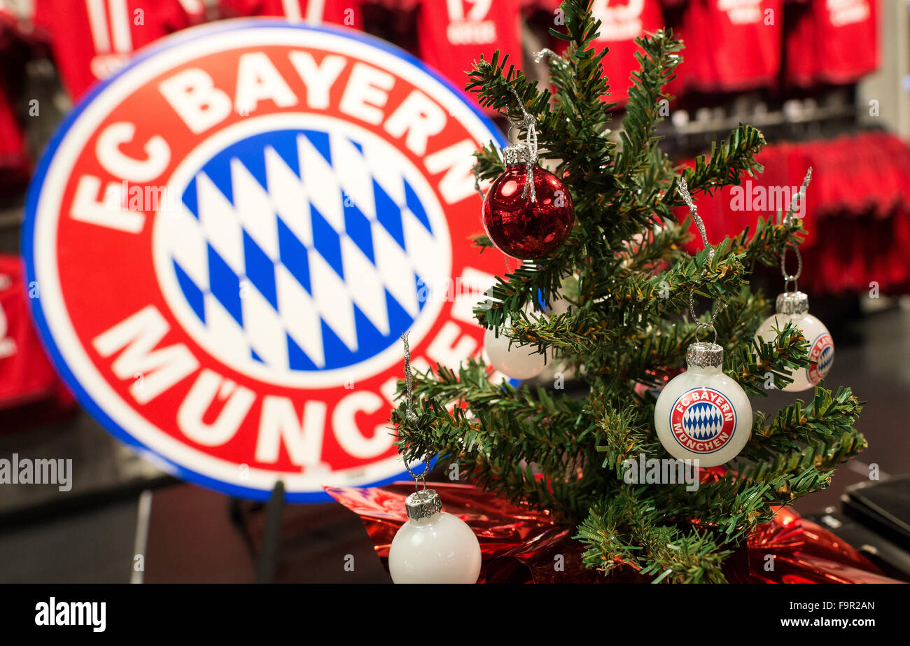 Fc Bayern Tannenbaum.Christbaumkugeln Mit Dem Logo Der Deutschen Fußball Bundesliga