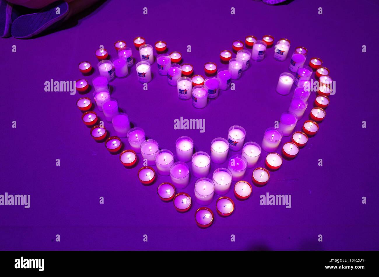 Heiligtum von Lourdes. Altar-Kerzen. Herzform. Stockbild