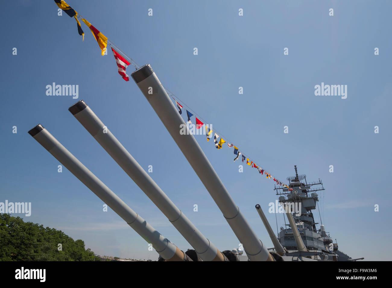Die Kanonen von Schlachtschiff New Jersey, Camden, New Jersey USA Stockbild