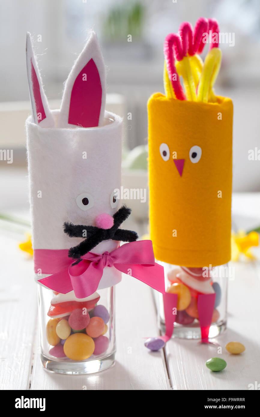 Material: Glas, weiß und gelb Filz, selbstklebende Tapete, pink ...