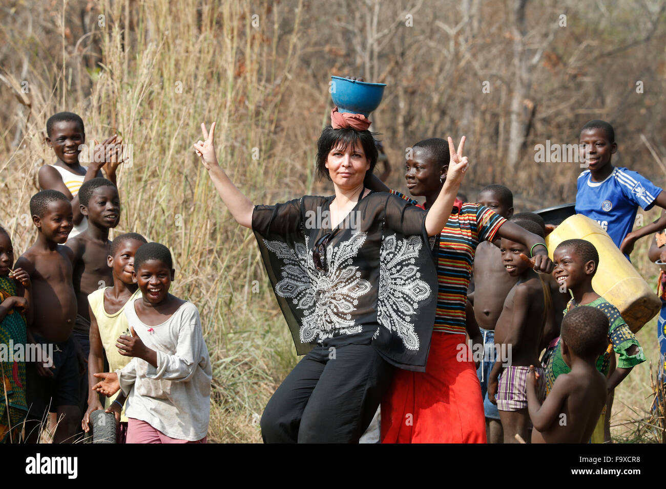 Tourismus in ein afrikanisches Dorf. Stockbild