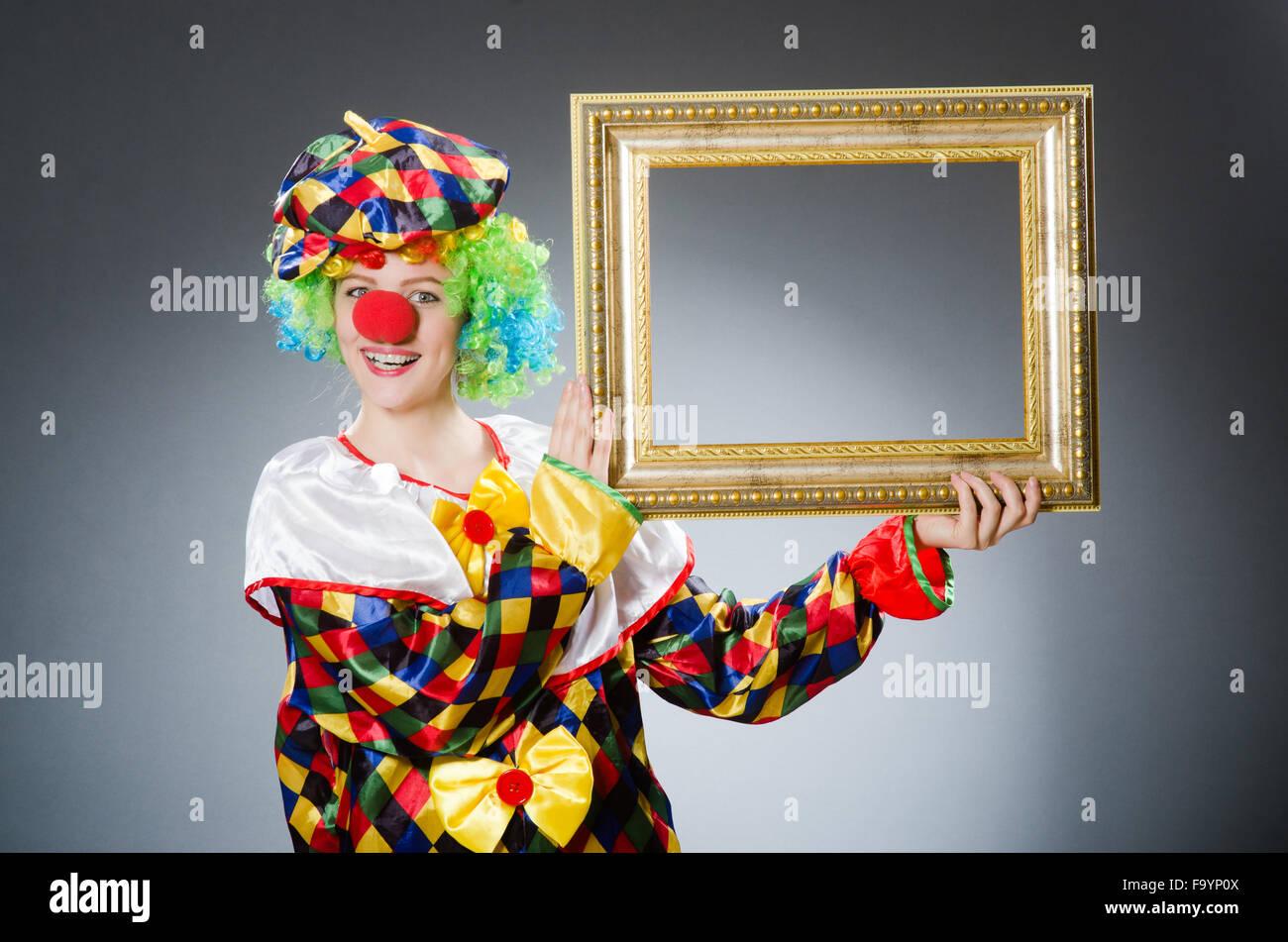 Clown mit Bilderrahmen in lustige Konzept Stockfoto, Bild: 92193722 ...