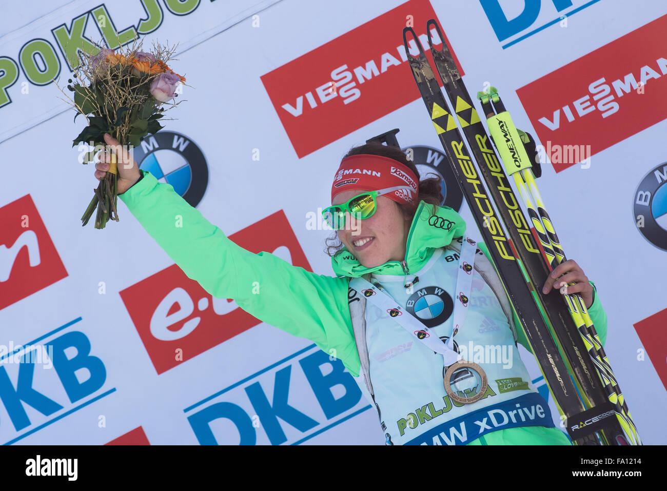Pokljuka, Slowenien. 19. Dezember 2015. Laura Dahlmeier aus Deutschland in 10km Verfolgung der Frauen beim Biathlon Stockbild
