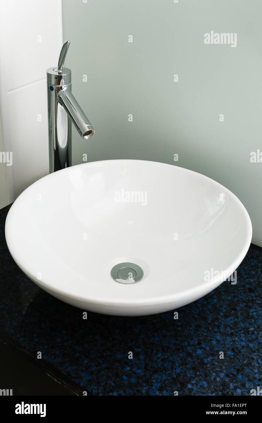 Badezimmer Waschbecken modernen Becken weiß Keramik Chrom ...