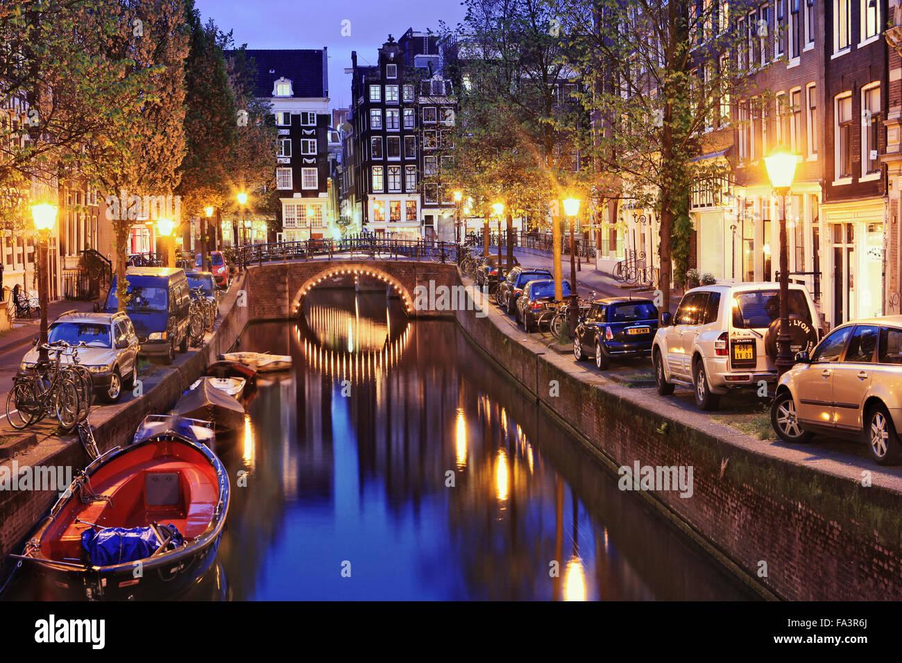 Einen Kanal und Straße im Jordaan-Viertel Amsterdam Stockbild