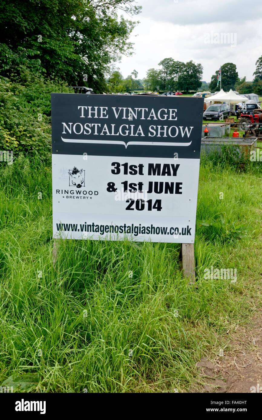 Das Vintage Nostalgie Show Zeichen in Stockton, in der Nähe von Warminster, Wiltshire, Vereinigtes Königreich, Stockbild