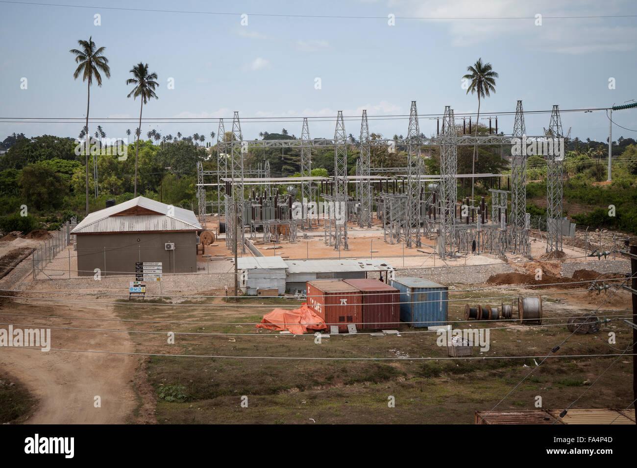 Elektrische Infrastruktur bei Mtoni Service Station in Sansibar, Tansania, Ostafrika. Stockbild