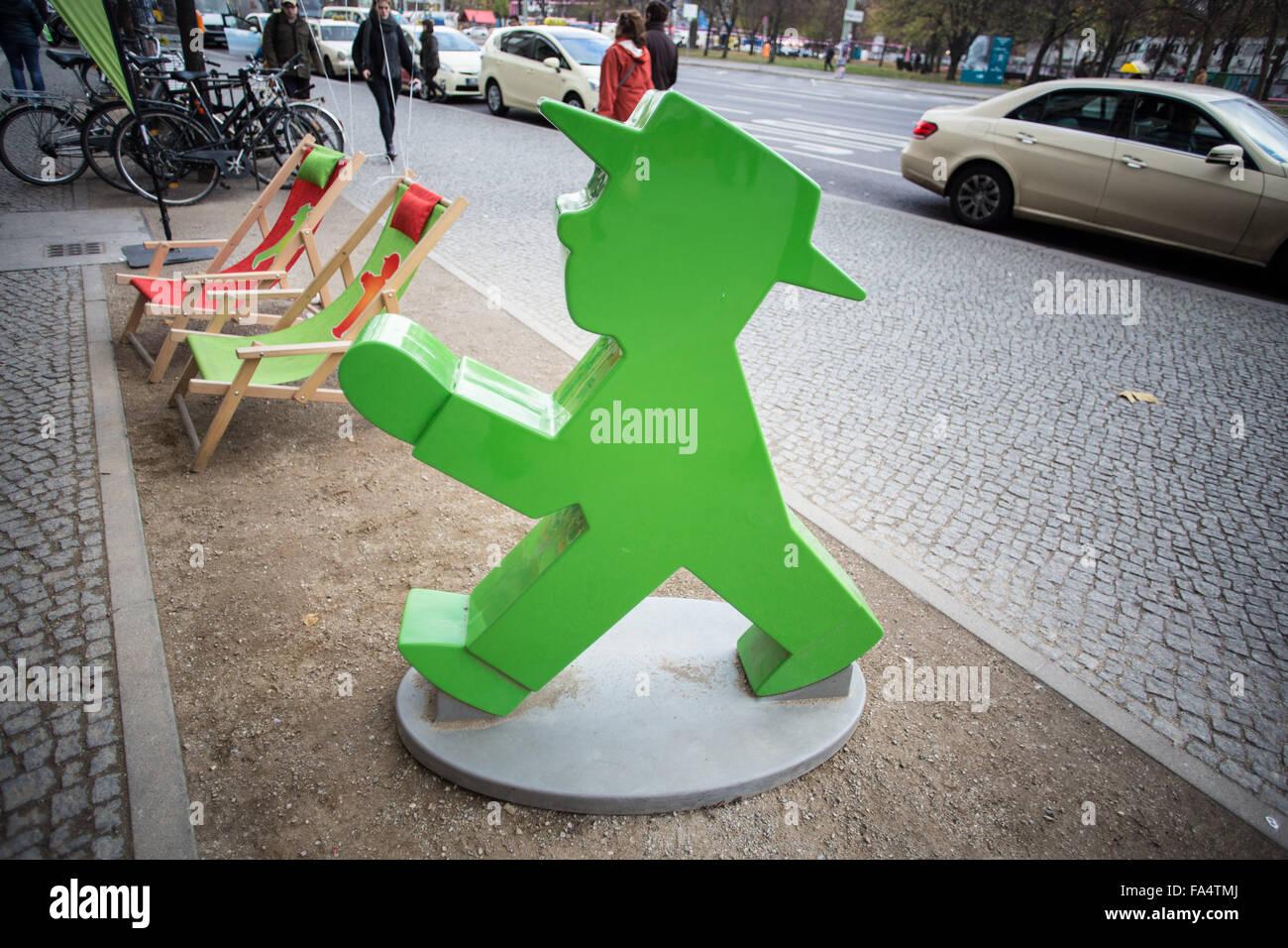 Ampelmann-Modell vor einem Geschäft in Berlin Stockfoto