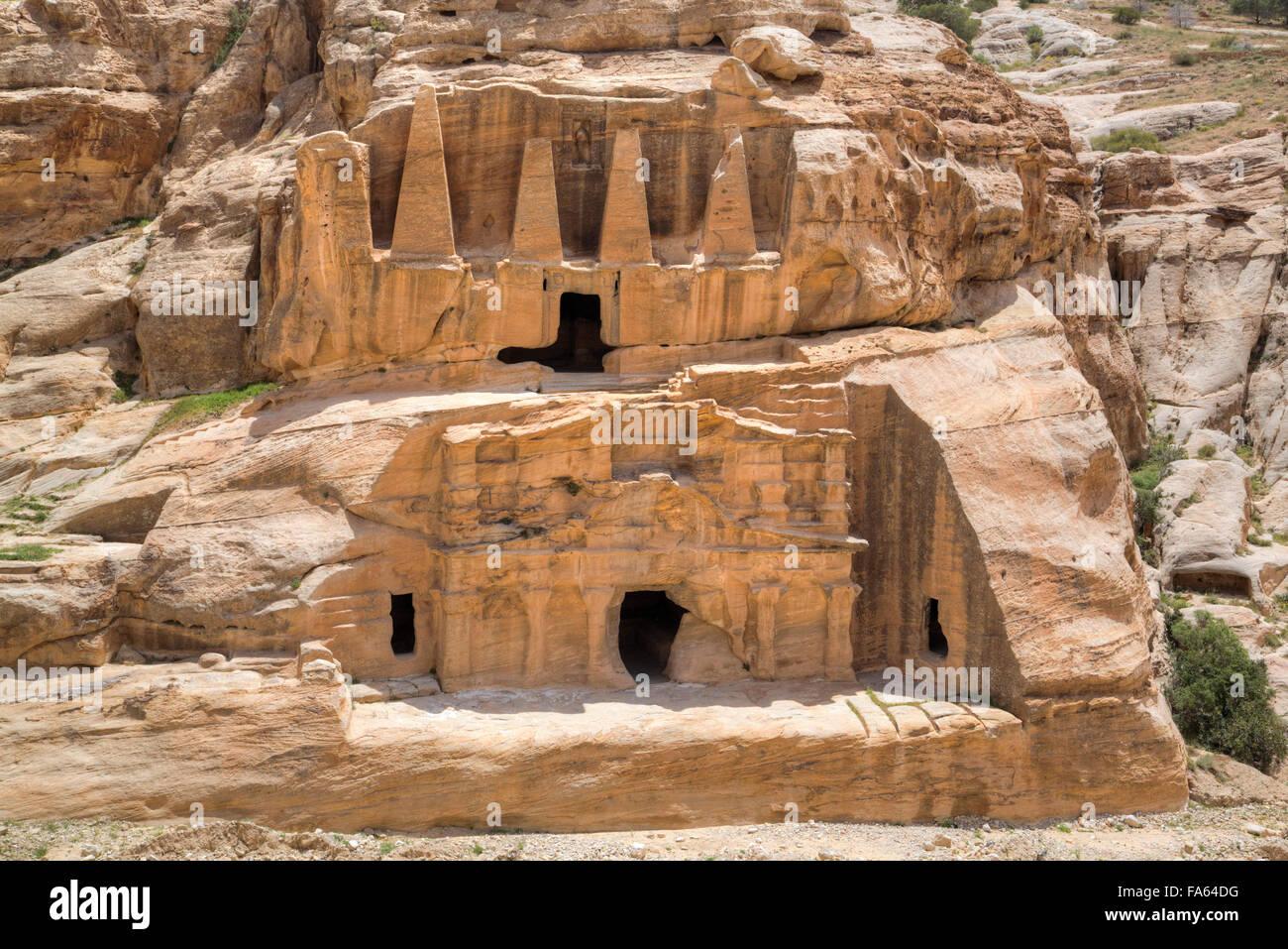 Obelisk Grab (Oberbau), Bab als Sig Triclinium (Unterbau), Petra, Jordanien Stockbild