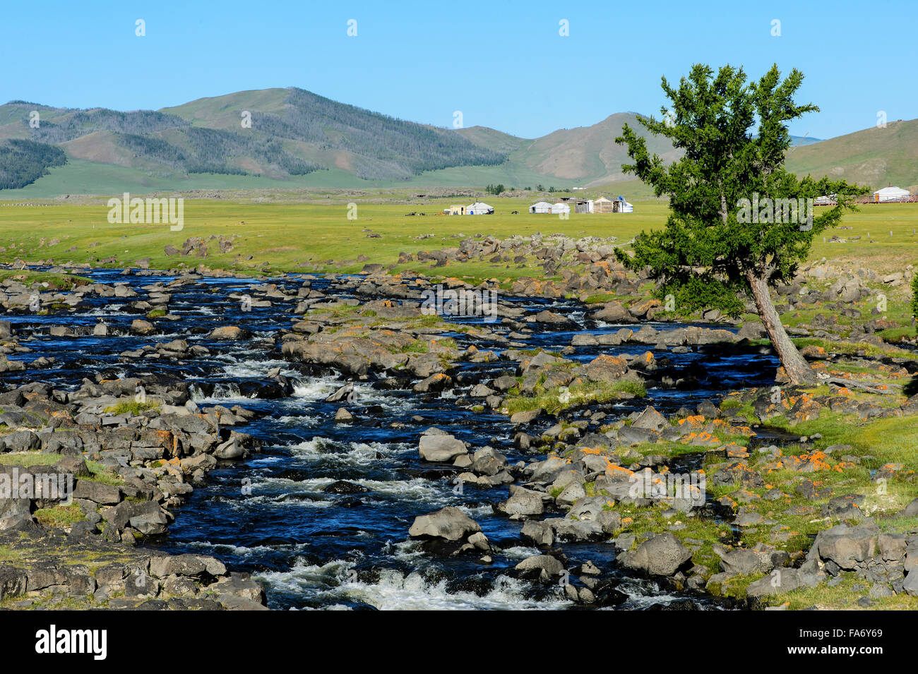 Ulaan Gol Flusses direkt vor seinem Zusammenfluss mit dem Orkhon Fluss direkt vor Tstugalan Wasserfall (Orkhon Wasserfall) Stockbild