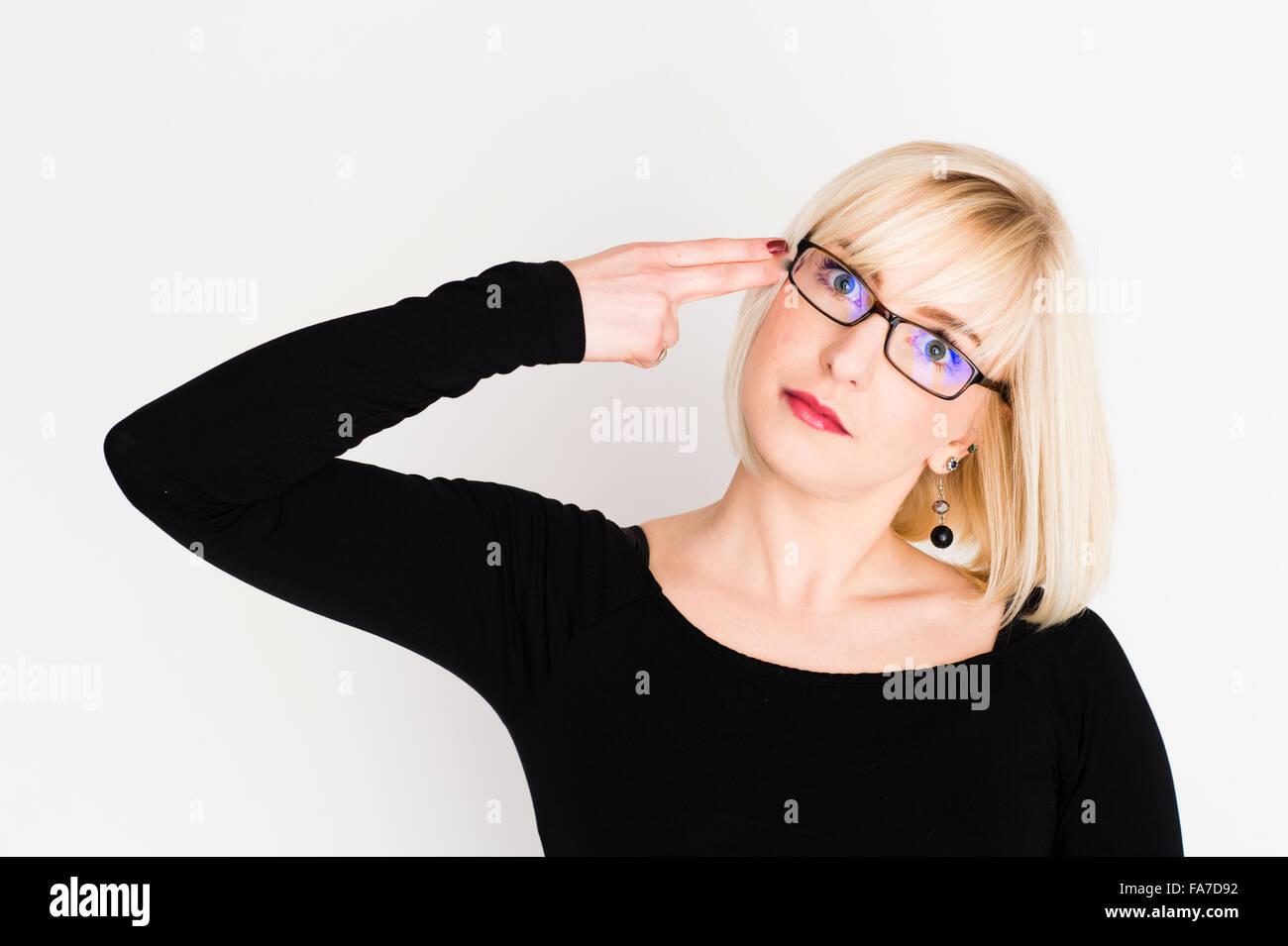 behaarte Mädchen mit Brille