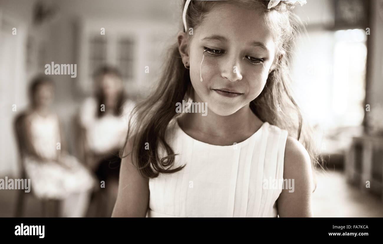 Porträt eines kleinen Kindes traurig Stockbild