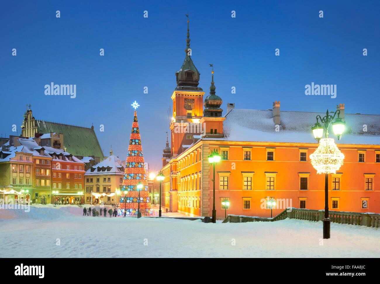 Weihnachtsbaum im Freien auf dem Burgplatz, Stadt Warschau, Polen Stockbild