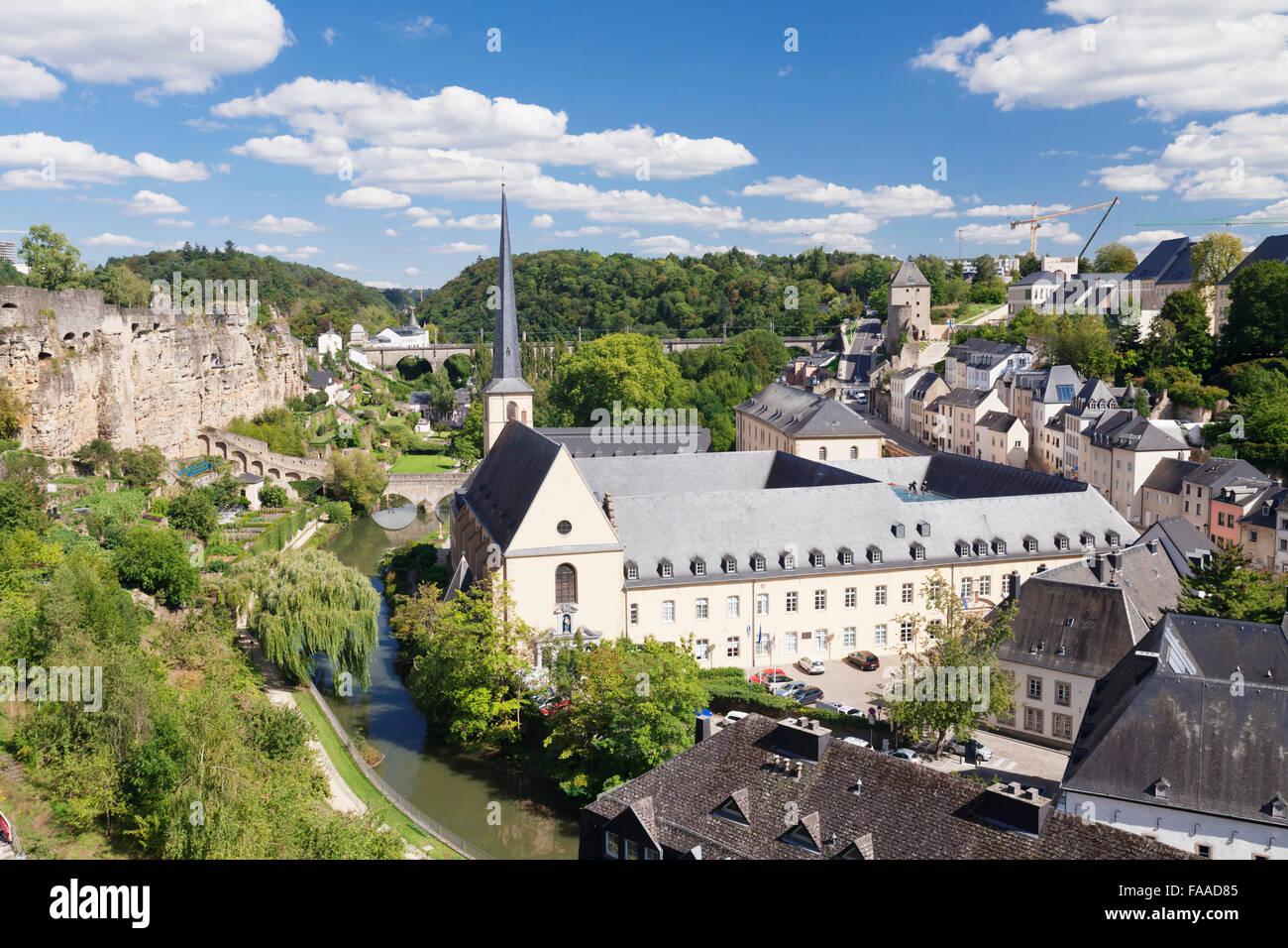 Neumünster Abbey im Stadtteil Grund hinter ehemaligen Festungsmauer, UNESCO-Weltkulturerbe, Luxemburg-Stadt Stockbild