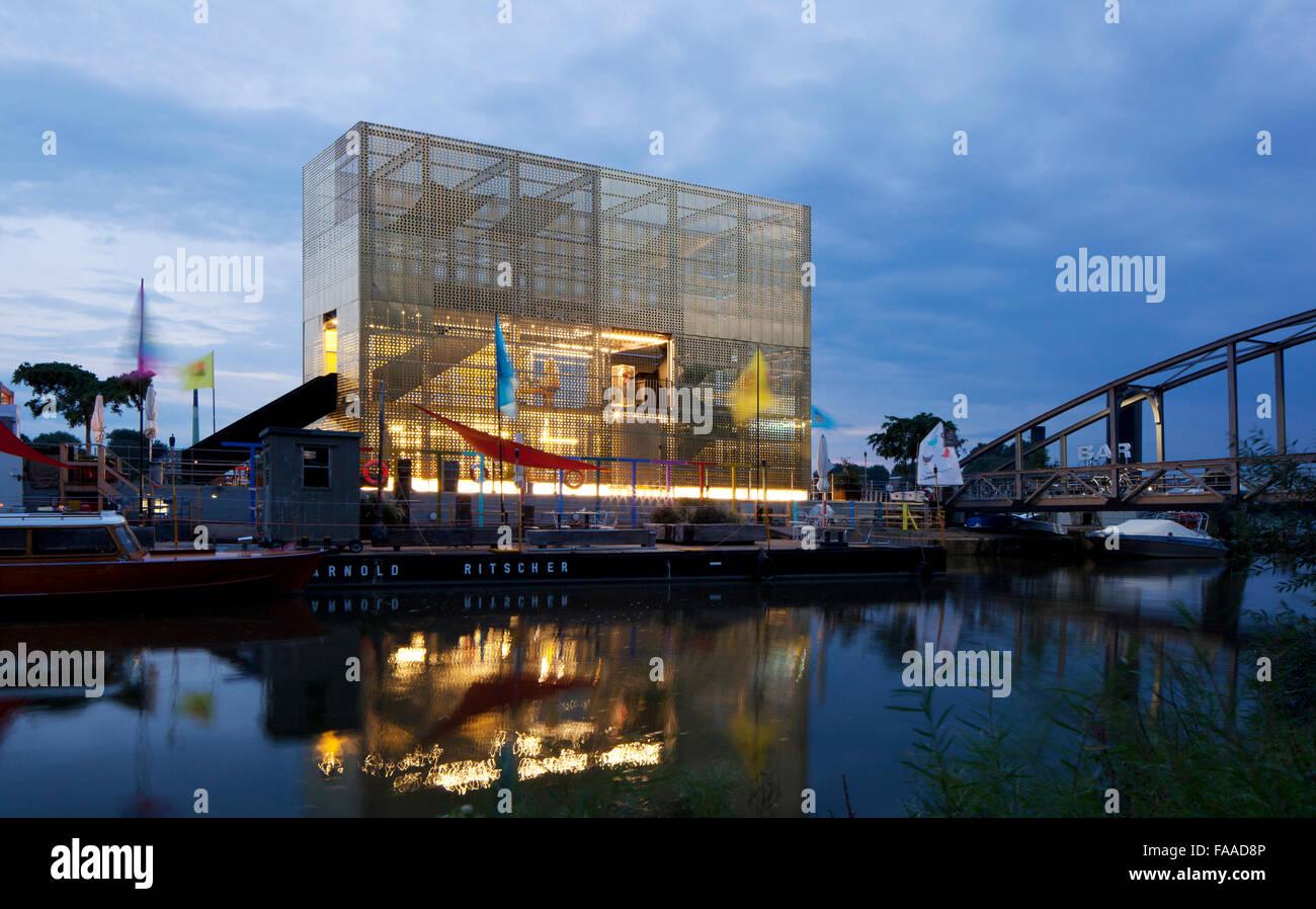 goldener pavillon f r kunst und kultur mit elbparkbr cke. Black Bedroom Furniture Sets. Home Design Ideas