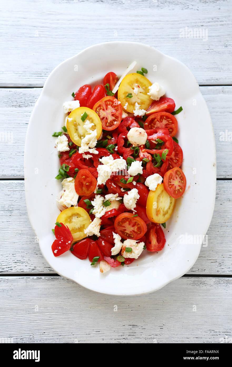 Farbe-Sommer-Tomaten-Salat, Sommer essen Stockbild