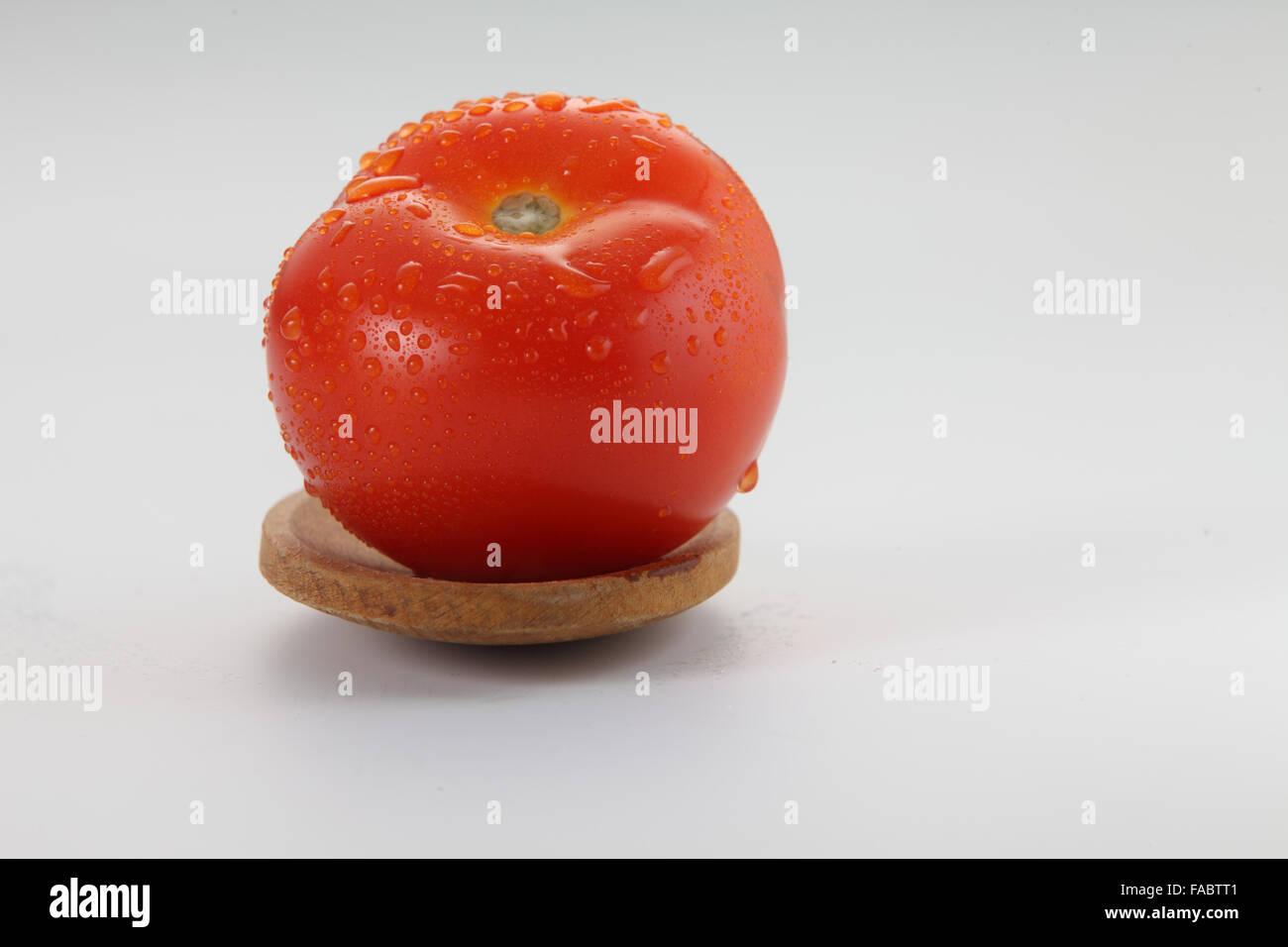 frische Tomaten auf den hölzernen sppon Stockbild