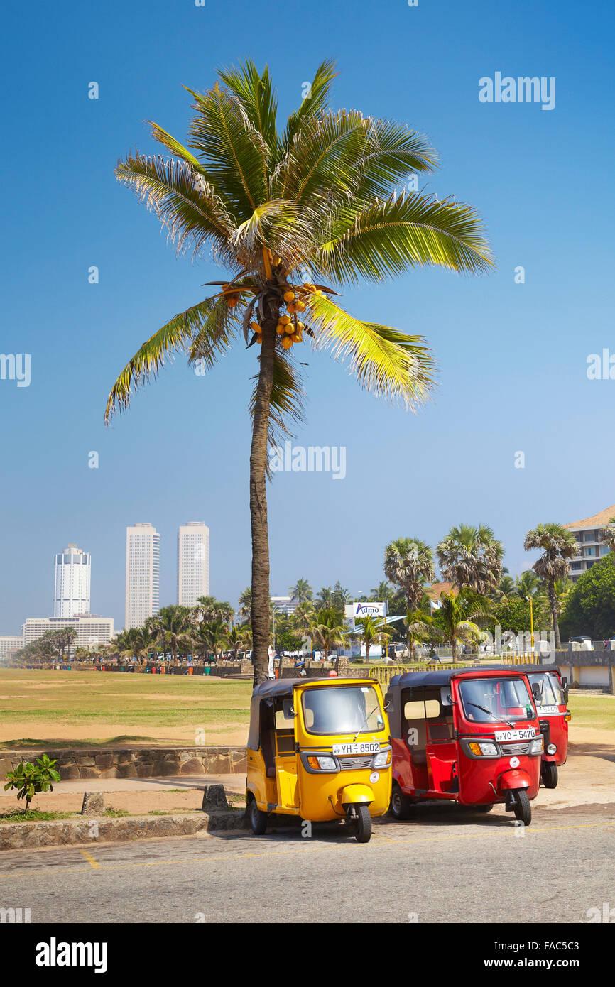 Sri Lanka - Colombo, Tuk-Tuk-Taxi, typische Verkehr auf den Straßen Stockbild