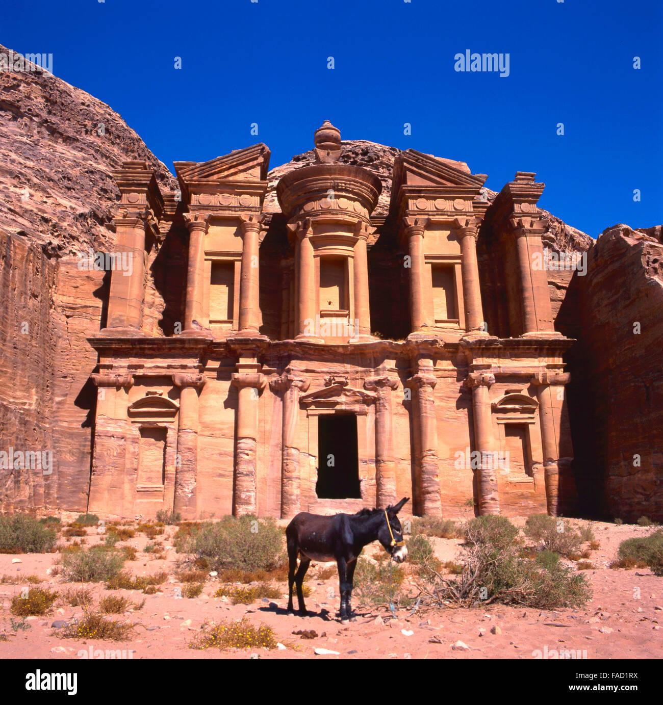 Das Ed-Deir-Grab in Petra.The alte Stadt Petra ist ein UNESCO-Weltkulturerbe Stockbild