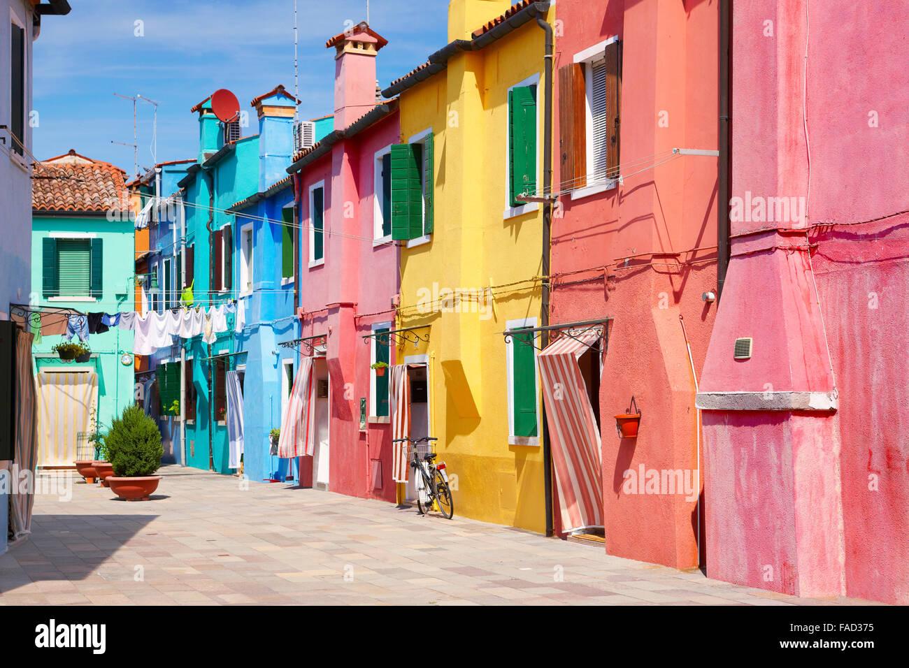 Charakteristischen bunten Häuser im Dorf von Burano in der Nähe von Venedig in Italien (Lagune Insel Burano), Stockbild