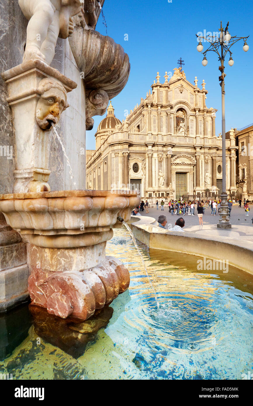 Brunnen des Elefanten und Catania Dom, Piazza Duomo, Catania, alte Stadt, Sizilien, Italien Stockbild