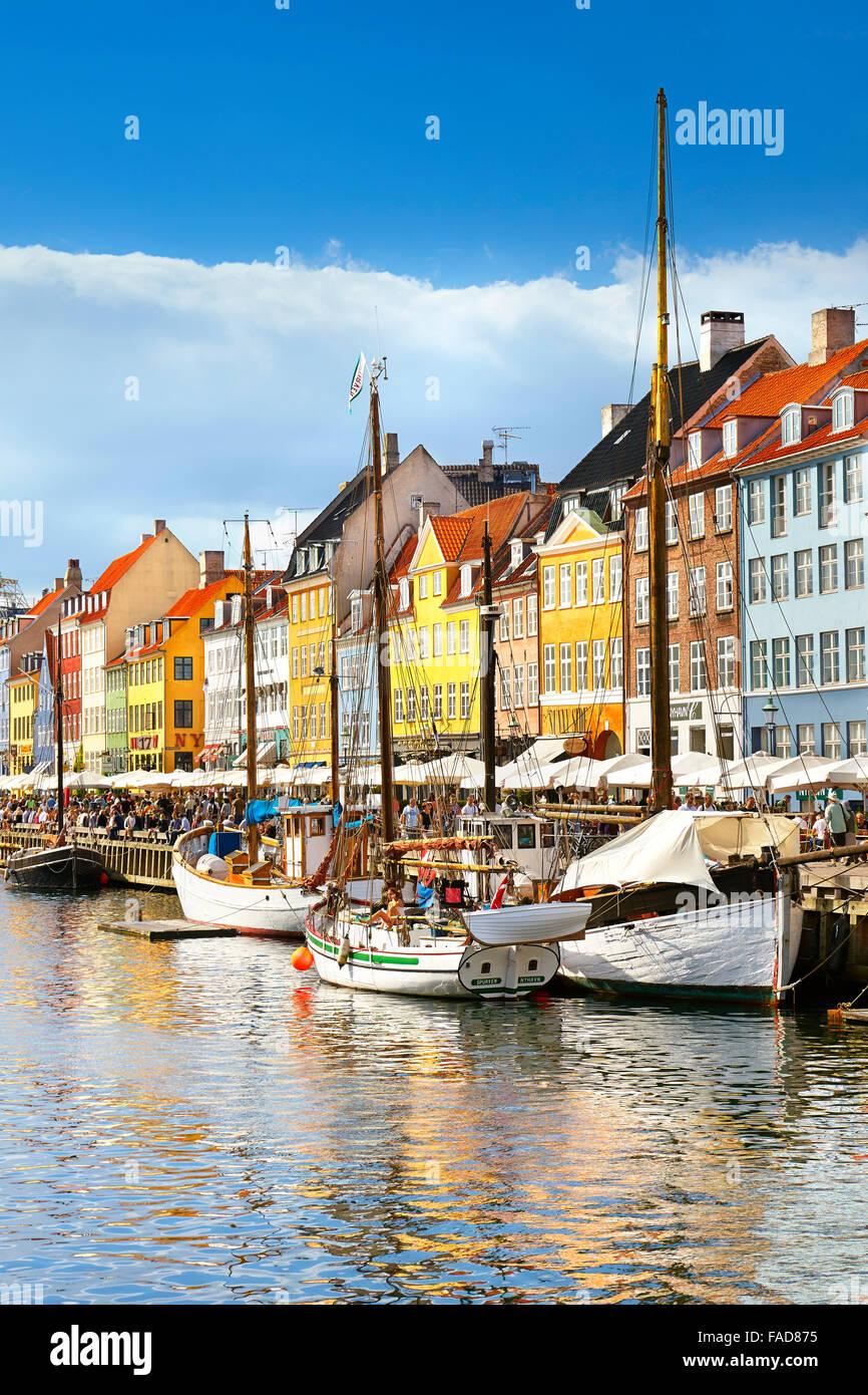 Das Boot in Nyhavn Kanal, Kopenhagen, Dänemark Stockbild