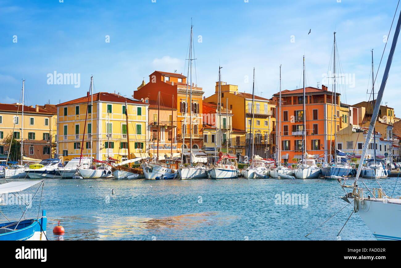 La Maddalena, Blick auf die Stadt und den Hafen, Insel La Maddalena, La-Maddalena-Archipel, Sardinien, Italien Stockbild